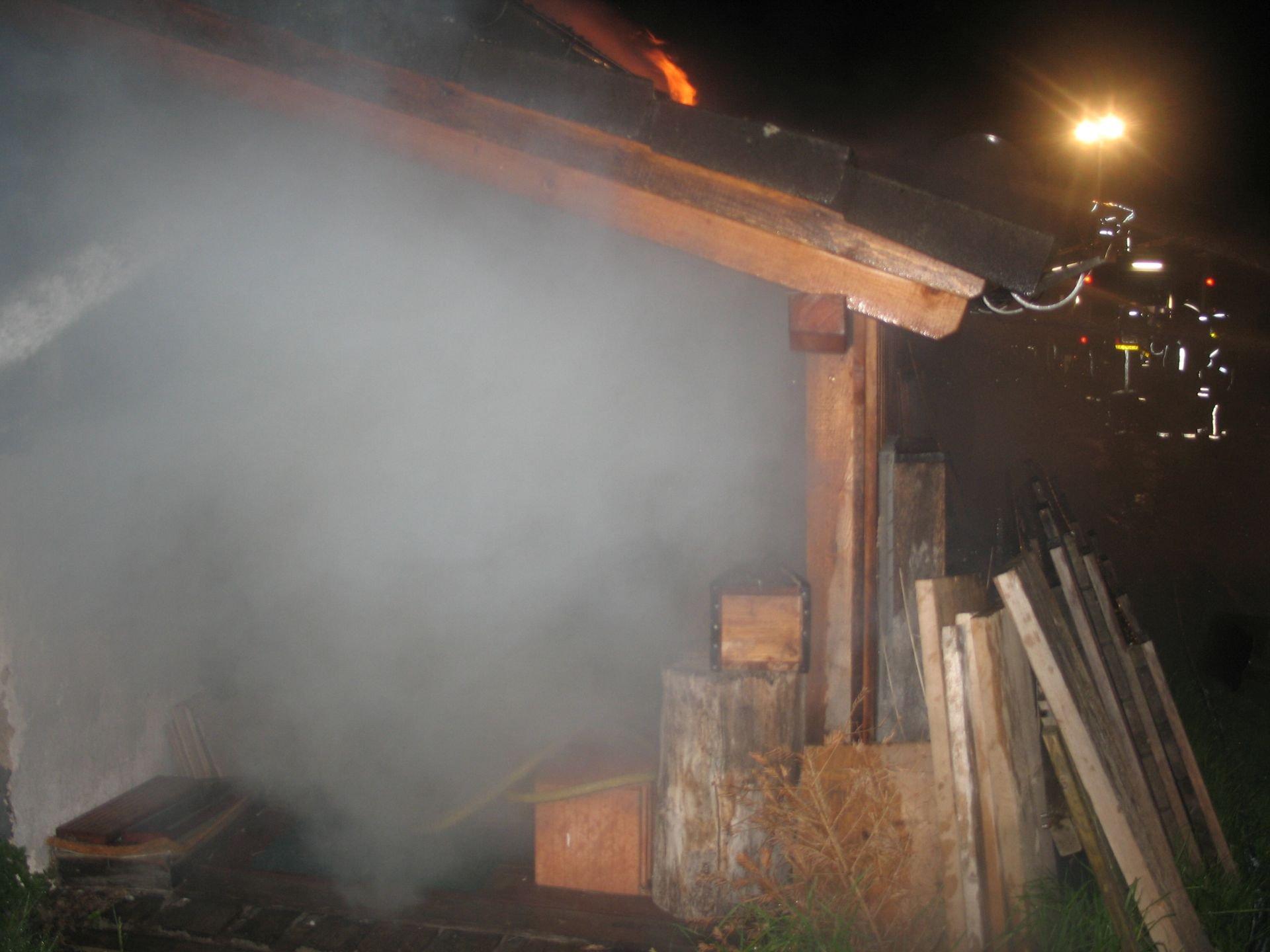 freiwillige feuerwehr wartenberg brand ger teschuppen mit holzlager. Black Bedroom Furniture Sets. Home Design Ideas